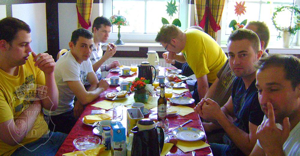 Wichtig beim Frühstück: Das Konterbier.