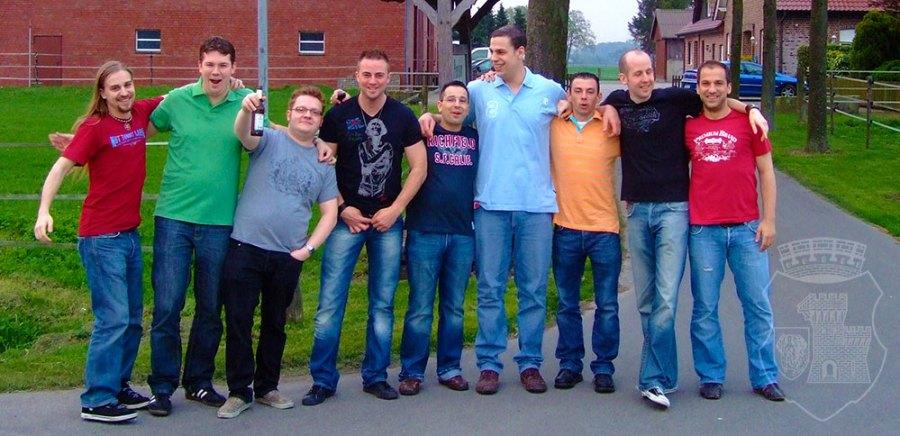 Auf zu großen Taten: Die Bernardiner vor dem ersten Abend im Dorf Münsterland