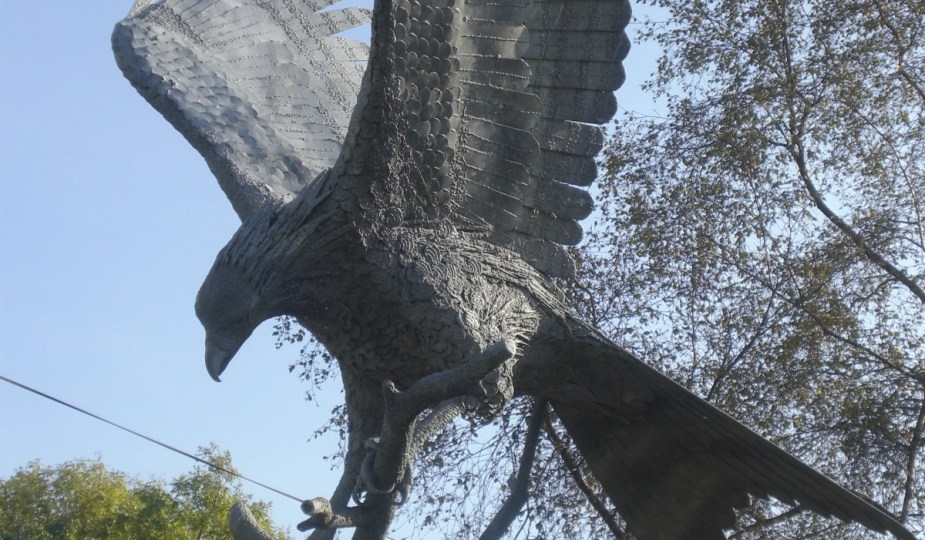 """""""Spirit in The Sky"""" red kite statue in Llanwrtyyd Wells Town Square"""