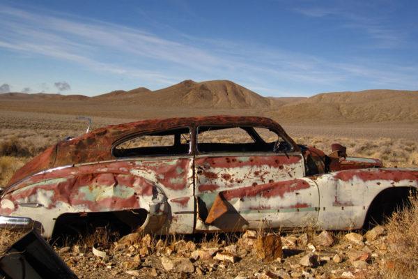 Rusty-desert-car-02