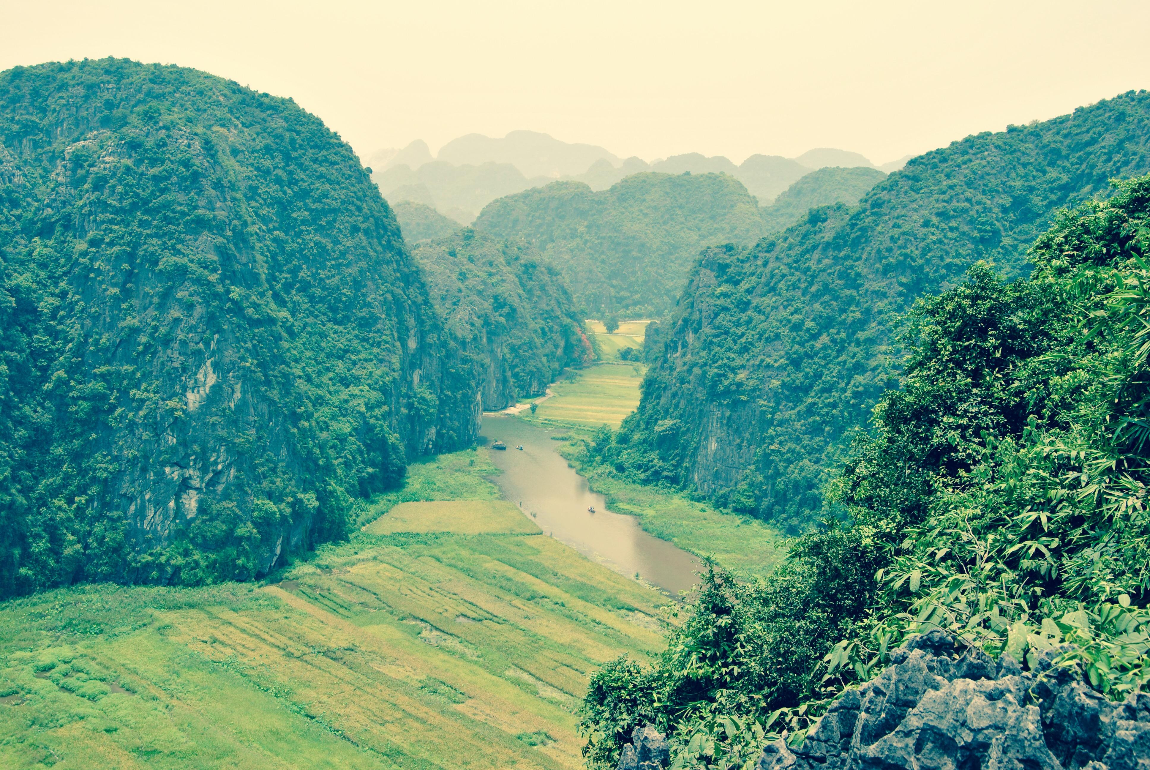 Tops-Flops Vietnam