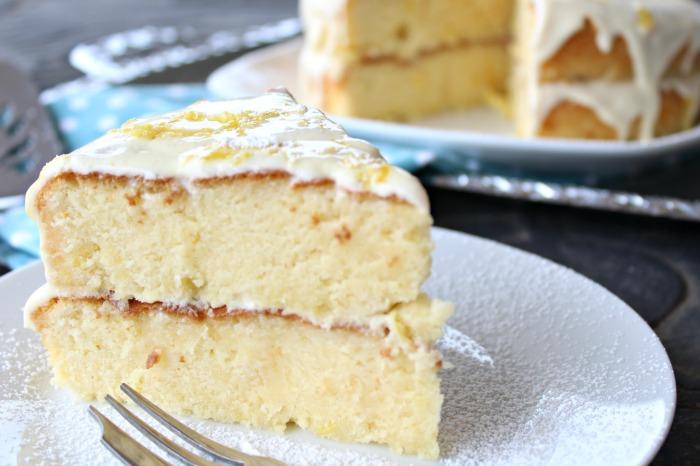 lemon drizzle silk cake with cream cheese icing | berrysweetlife.com