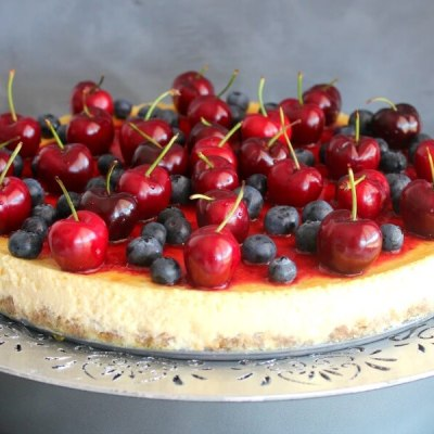 baked vanilla cheesecake with cherry coulis