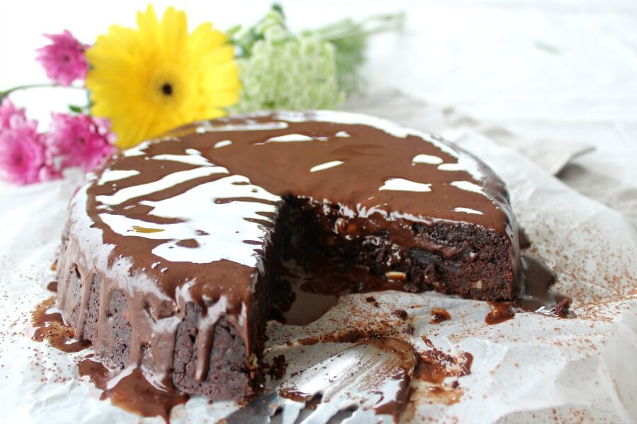 The Best Chocolate Brownie Cake - You won't believe how DELICIOUS this Sugar & Dairy Free cake recipe is! It's easy to make & will satisfy any chocolate craving. I LOVE this cake! | berrysweetlife.com| www.berrysweetlife.com