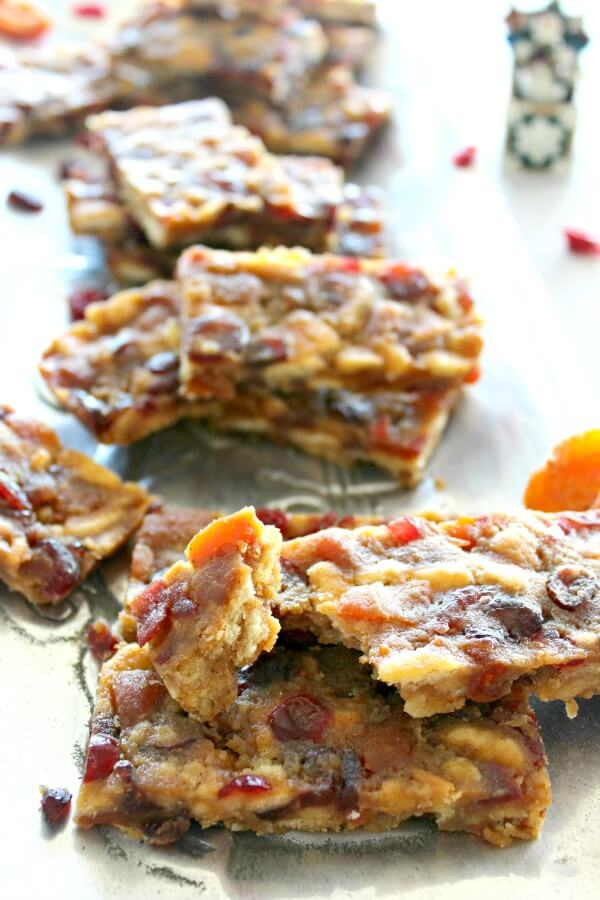Apricot & Cranberry No Bake Bars. Quick & easy fruit bars with reduced sugar. Perfect easy treat to satisfy a sweet tooth. Great pudding with ice cream | berrysweetlife.com
