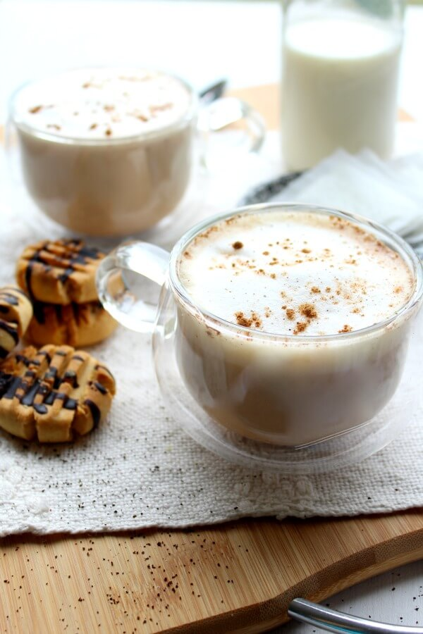 Spiced Vanilla London Fog. An Earl Grey latte with spices and vanilla. Perfect hearty hot drink for the holidays. Quick & easy recipe   berrysweetlife.com