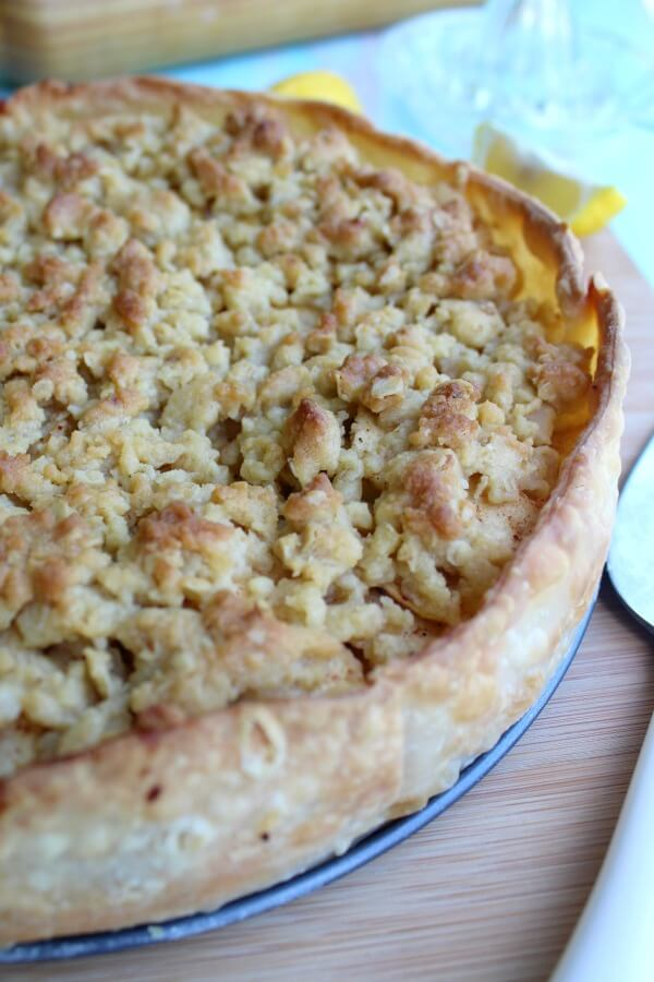 Brown Butter Caramel Crumble Apple Pie. An Irish inspired recipe that is delicious and easy to make. Layers of tart apples with a crunchy caramel crumble topping | berrysweetlife.com