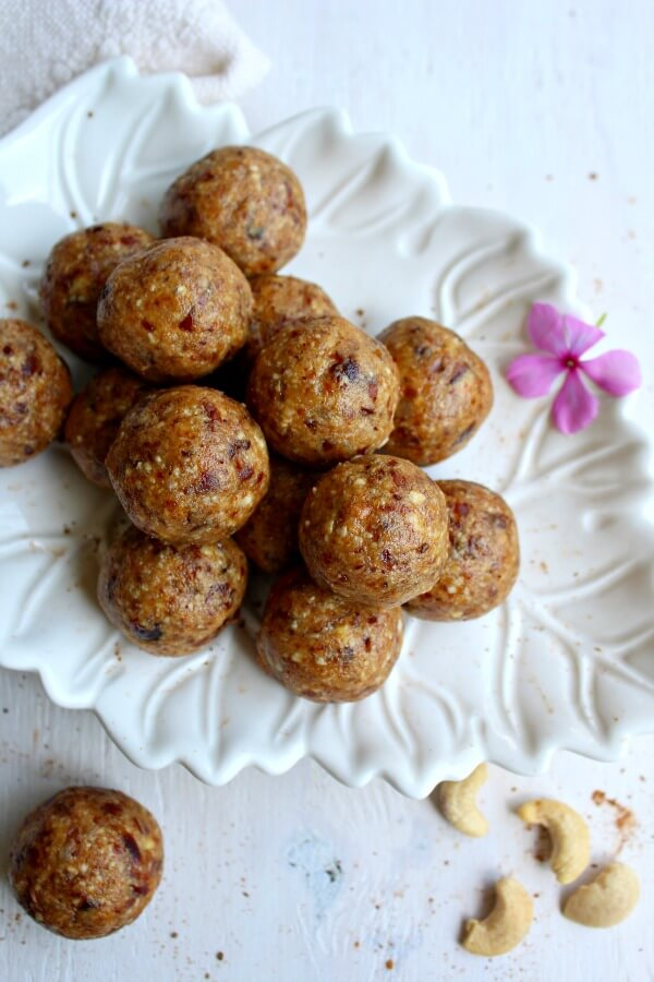 Cashew Pear Energy Protein Balls. Got 10 minutes? These are packed with protein and perfect for a post work out (or anytime) snack!   berrysweetlife.com