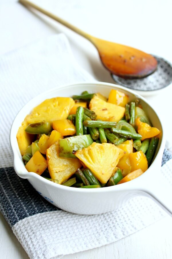 Green Bean Yellow Pepper Pineapple Stir Fry. A fresh summer side dish, or a healthy, light meal. Delicious & Aromatic! | berrysweetlife.com