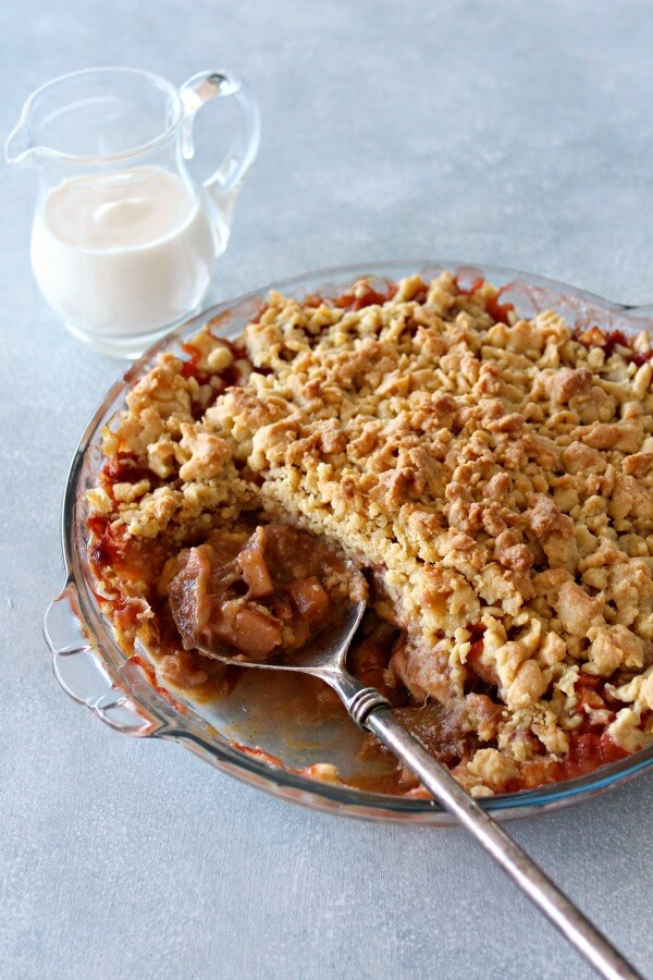 Rhubarb Apple Brown Butter Caramel Crumble. A completely irresistible, tart and sweet rustic pudding that is easy to make and SO delicious! | berrysweetlife.com