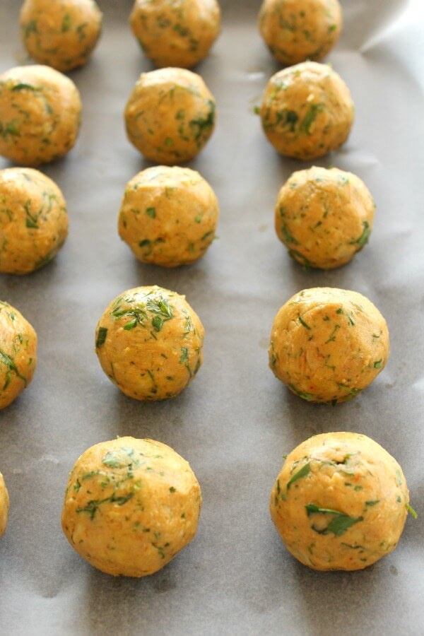 Oven Baked Healthy Vegan Falafel. 30 minute falafel balls or patties made with all healthy ingredients, NO deep frying - baked in the oven to golden perfection   berrysweetlife.com