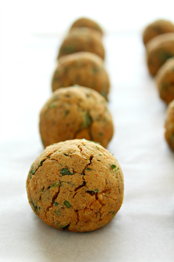 Oven Baked Healthy Vegan Falafel. 30 minute falafel balls or patties made with all healthy ingredients, NO deep frying - baked in the oven to golden perfection | berrysweetlife.com