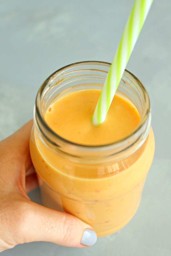 Post Workout Tropical Turmeric Smoothie. The absolute BEST tropical fruit smoothie made with 4 fruits and Greek yoghurt or coconut milk - packed with vitamins, minerals, protein and energy! | berrysweetlife.com