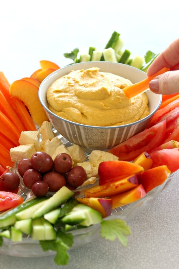 5 Minute Spicy Paprika Tahini Hummus. Easy, nutritious and delicious Hummus made with chickpeas, tahini, olive oil, coconut milk and spices   berrysweetlife.com