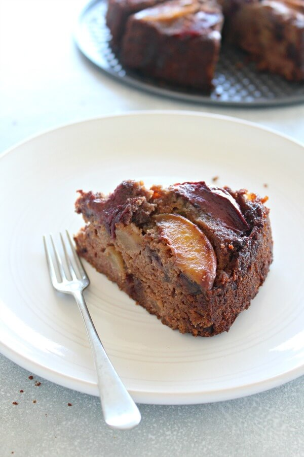 Stone Fruit Apple Date Brunch Cake. Sugar, gluten and dairy free, this brunch cake has the best of everything - flavour, goodness, and simplicity! | berrysweetlife.com