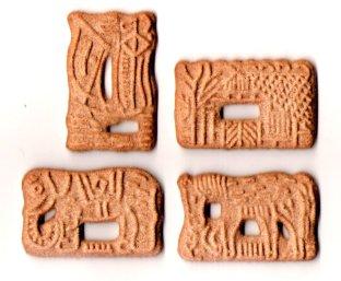 Petits gâteaux épicés et sucrés, leurs formes varient (traditionnel moulin ou animaux en tout genre !)