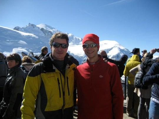 En compagnie des touristes au sommet de l'Aiguille