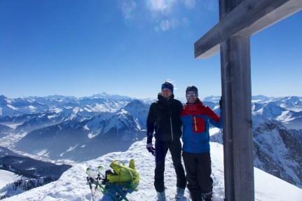 Au sommet avec le massif du Mont Blanc en toile de fond