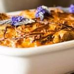 Auflauf mit Seitan, kleinen Auberginen, Kartoffeln und Sahne