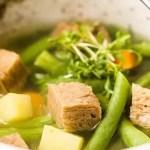 Heerlijke vegan soep van sperziebonen met aardappel en seitan