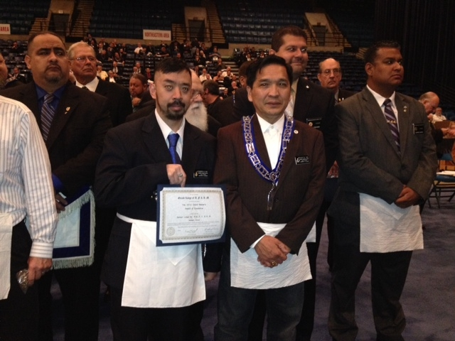 WB Kenmond Eng and Bro. Brigido Tan with the Grand Master's Award of Excellence at the 2013 Grand Lodge communication
