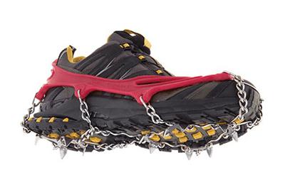 chaussure-randonnée-chaine-à-neige