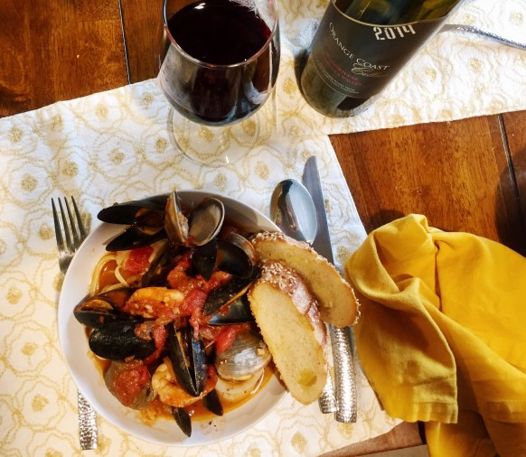 cioppino dinner recipe Italian seafood stew made with red sauce clams, mussels, scallops and shrimp