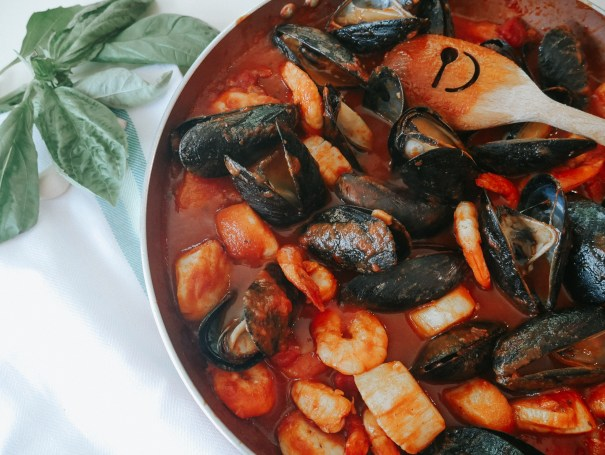 seafood pasta recipe with shrimp clams scallops and mussels