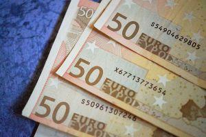 20 makkelijke bespaartips om meer geld over te houden in de maand