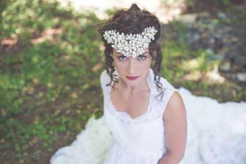 Noonan_NA_Chelsea_Dawn_Photography__Makeup_Artistry_MonicaWhimsicalBridalSessionVancouverIslandChelseaDawnPhotography12_low