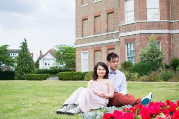 Cute Quirky Engagement Shoot Valentines Park-17