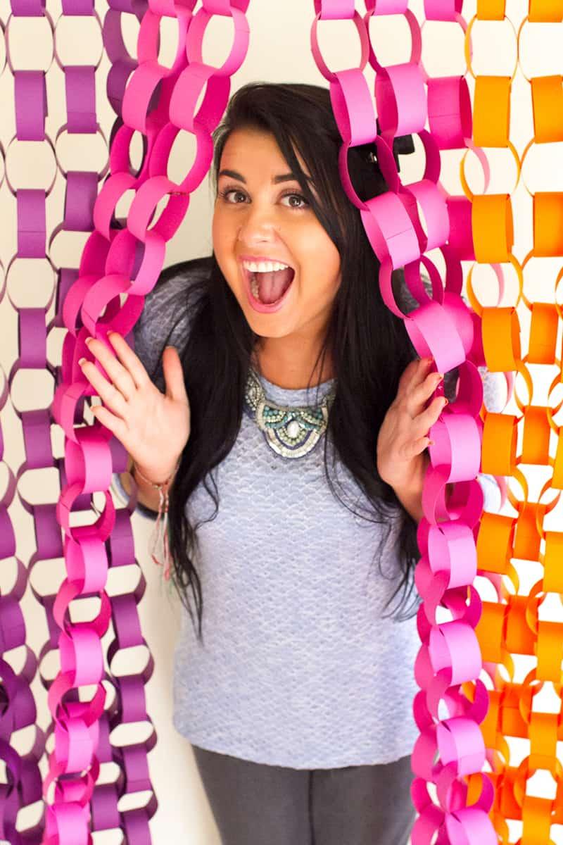 DIY Paper chain backdrop photobooth  backdrop inspiration Main
