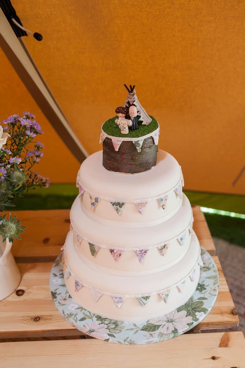 A Handmade & Laid-back Backyard Wedding in a Tipi (17)