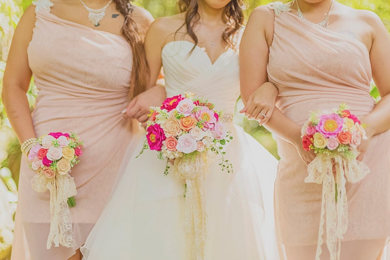 Pastel Bridesmaids with Pink bouquets