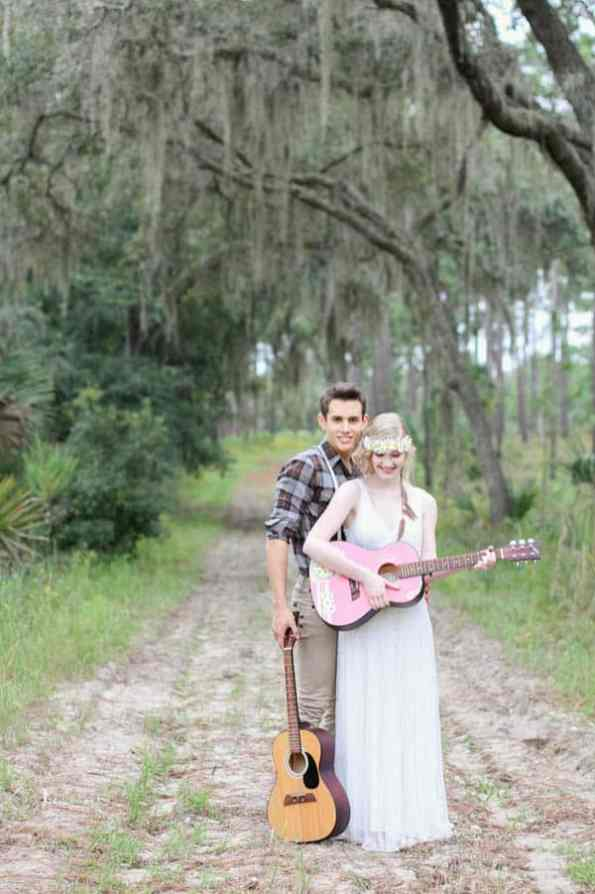 HIPPIE CHIC MUSIC NATURE LOVING FESTIVAL STYLED SHOOT (17)
