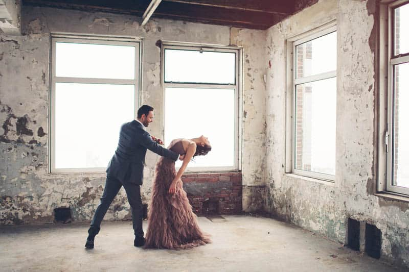 INDUSTRIAL BOHEMIAN STYLED SHOOT IN AN ABANDONED WAREHOUSE (29)