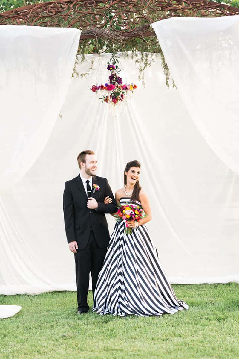 KATE SPADE INSPIRED WEDDING WITH A BLACK AND WHITE STIPE BRIDAL GOWN (11)