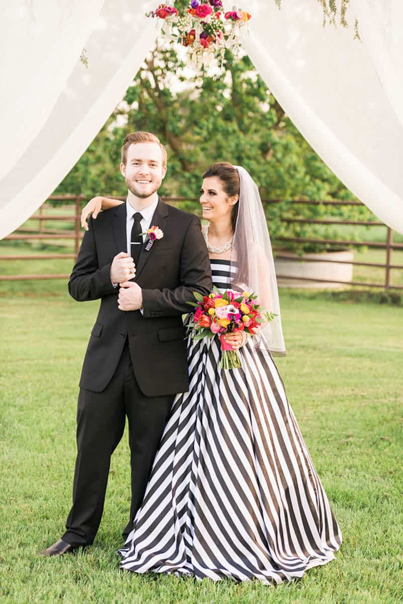 KATE SPADE INSPIRED WEDDING WITH A BLACK AND WHITE STIPE BRIDAL GOWN (23)