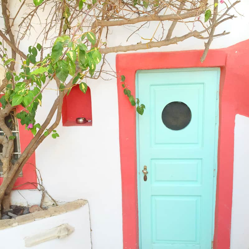 Santorini Oia Travel Guide Reccomendations Honeymoon Colourful Place Greece_-106