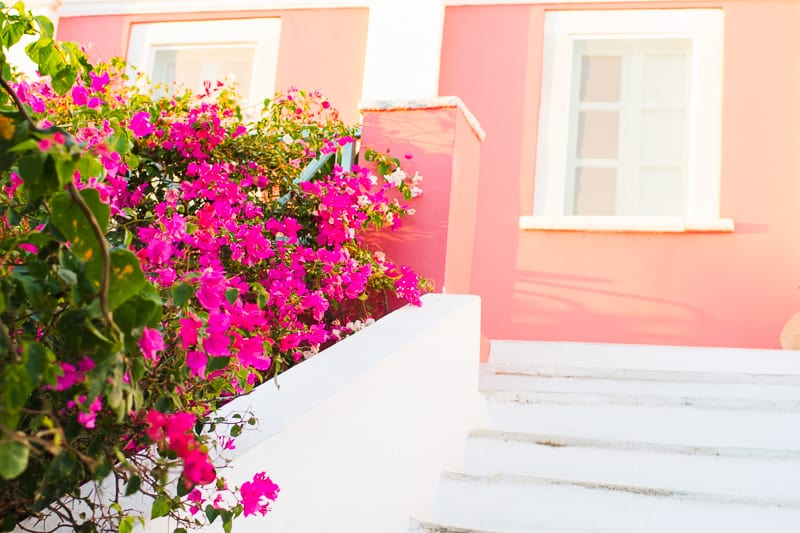 Santorini Oia Travel Guide Reccomendations Honeymoon Colourful Place Greece_-24