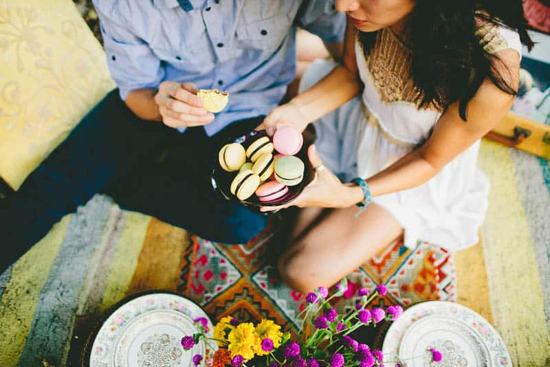 How to make your engagement shoot more personal - a colourful whimsical outdoor picnic engagement on the beach (10)