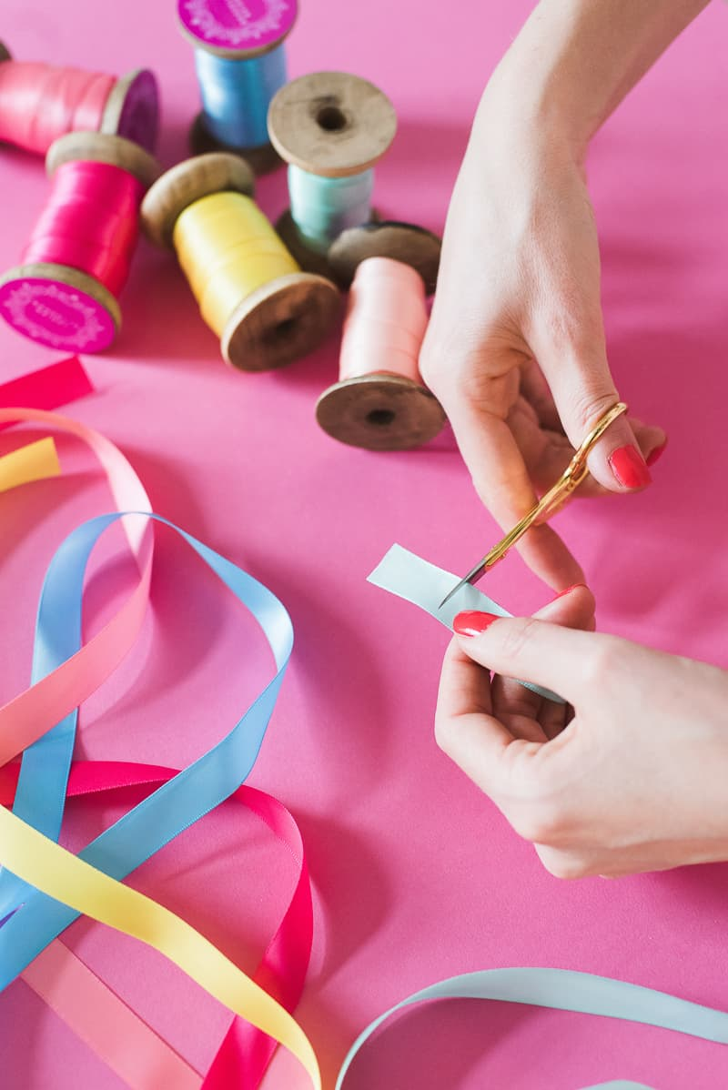 DIY colourful ribbon table plan unique alternative escort cards-17
