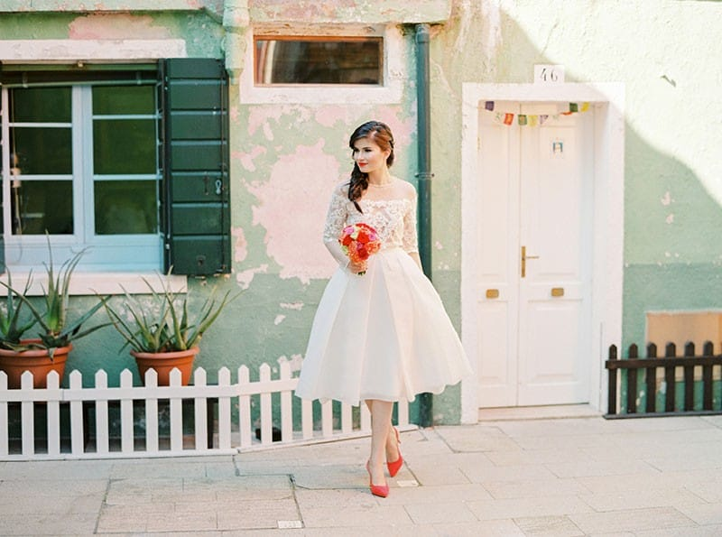 COLOURFUL WEDDING INSPIRATION IN BURANO, ITALY (13)
