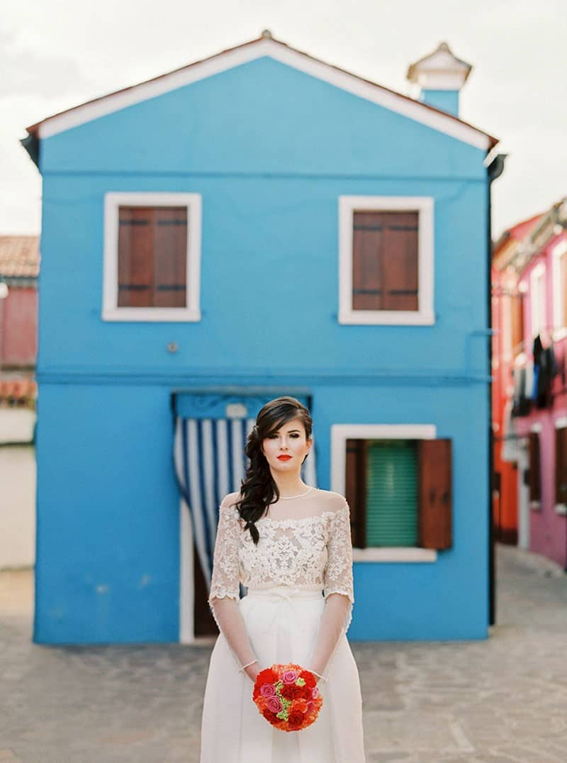 COLOURFUL WEDDING INSPIRATION IN BURANO, ITALY (5)