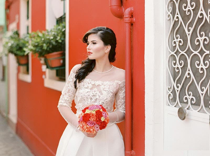 COLOURFUL WEDDING INSPIRATION IN BURANO, ITALY (7)