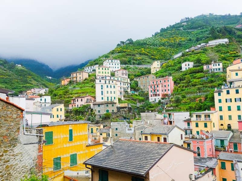 Cinque Terre Travel Guide Train Hiking Italy Information Advice Reccomendation Colourful_-8