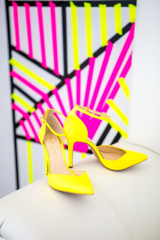 THE CLASSY WAY TO DO NEON AT YOUR WEDDING (16)