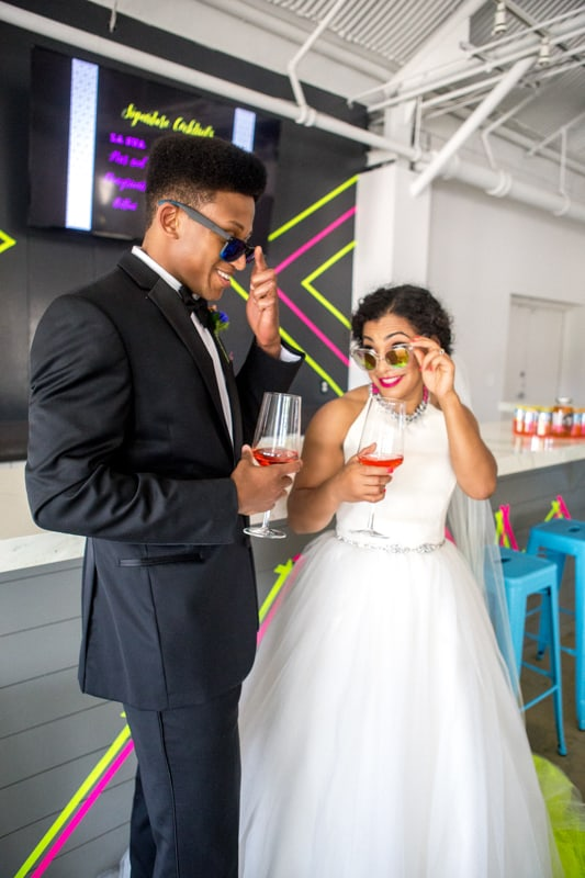 THE CLASSY WAY TO DO NEON AT YOUR WEDDING (19)