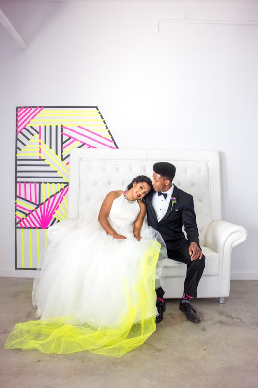 THE CLASSY WAY TO DO NEON AT YOUR WEDDING (22)