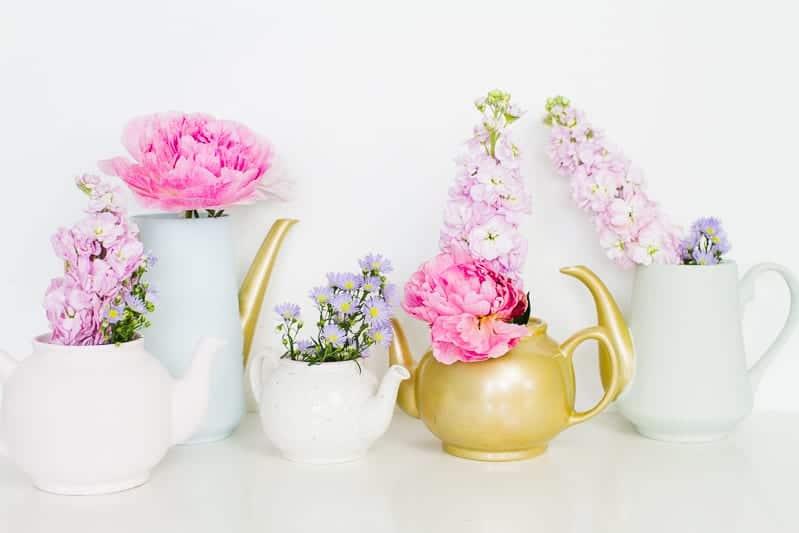 Upcycling Teapots Rustoleum patel recreate vases flowers centrepieces pretty vintage_-3